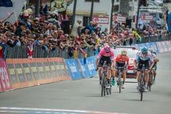 "Cervinia, Ιταλία στις 26 Μαΐου 2018: Ο Chris Froome περνά τη γραμμή τερματισμού του τελευταίου σταδίου βουνών Giro Δ ""Ιταλία το 2 στοκ φωτογραφίες"