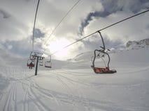Cervinia, Италия Панорамный взгляд наклонов Итальянка Альпы в зиме на лыжном курорте Breuil Cervinia стоковое изображение