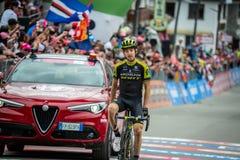 Cervinia, Italië 26 Mei 2018: Mikel Nieve, Team mitchelton-Scott, gaat de afwerkingslijn en de winsten over royalty-vrije stock fotografie