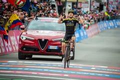 Cervinia, Itali? 26 Mei 2018: Mikel Nieve, Team mitchelton-Scott, gaat de afwerkingslijn en de winsten over stock foto's