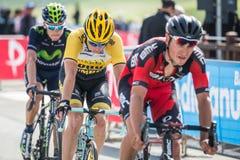 Cervinia, Italia 29 2015 Maj; Grupa Fachowi cykliści brać się do ostatnią wspinaczkę Zdjęcia Royalty Free