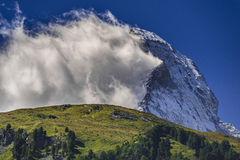 Cervino rodeó por las nubes Imagenes de archivo