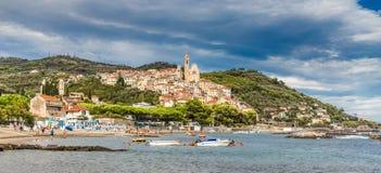 Cervo古镇在日落Cervo,意大利期间的 免版税图库摄影