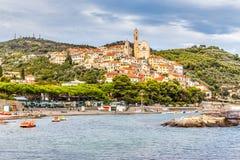 Cervo古镇在日落Cervo,意大利期间的 免版税库存图片