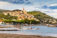 Cervo古镇在日落Cervo,意大利期间的 库存照片