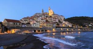 Cervo - de middeleeuwse stad van de heuveltop bij schemer, Ligurië, Italië stock videobeelden