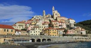 Cervo - de middeleeuwse stad van de heuveltop in Ligurië, Italië stock video