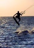 Cervo volante che pratica il surfing nell'aria Fotografie Stock Libere da Diritti