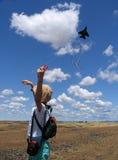 Cervo volante di volo della bambina Immagini Stock