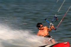 Cervo volante estremo che pratica il surfing Immagine Stock Libera da Diritti