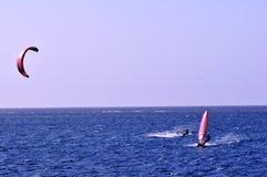 Cervo volante, Windsurfer ed oceano Fotografia Stock