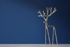 Cervos de prata da lembrança em um fundo azul Fotografia de Stock Royalty Free