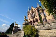 Cervos dourados da entrada principal em Dragon Castle imagens de stock royalty free