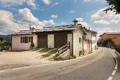 Cescatto Włochy, Sierpień, - 22, 2017: Dom z patiem od górskiej wioski Włochy Zdjęcie Royalty Free