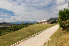 Cescatto Włochy, Sierpień, - 22, 2017: Dom z patiem od górskiej wioski Włochy Fotografia Stock