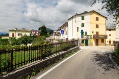 Cescatto Włochy, Sierpień, - 22, 2017: Dom z patiem od górskiej wioski Włochy Obrazy Royalty Free