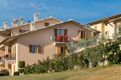 Cescatto Włochy, Sierpień, - 22, 2017: Dom z patiem od górskiej wioski Włochy Zdjęcia Royalty Free