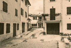 Cescatto Włochy, Sierpień, - 22, 2017: Dom z patiem od górskiej wioski Włochy Zdjęcia Stock
