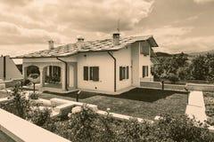 Cescatto Włochy, Sierpień, - 22, 2017: Dom z patiem od górskiej wioski Włochy Fotografia Royalty Free