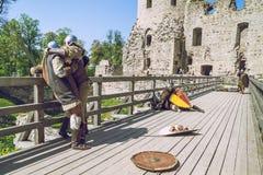Cesis, Letonia, festival de Medival en el castillo de Livonian foto de archivo