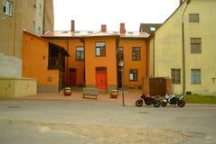Cesis, vecchie vie della città fotografia stock