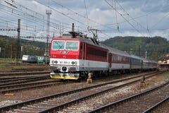 Ceska Trebova, République Tchèque, 8 9 2017 : Le train de voyageurs Jonction ferroviaire et gare ferroviaire Ceska Trebova, chemi photo stock