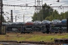 Ceska Trebova, R?publique Tch?que - 20 4 2019 : Chariots de train pour transporter des voitures Jonction ferroviaire et gare ferr photo stock