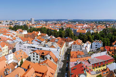 2015-07-04 - Ceske Budejovice (Budweis), República Checa - ciudad de Ceske Budejovice de la torre negra en verano Fotografía de archivo