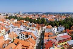 2015-07-04 - Ceske Budejovice (Budweis), Tjeckien - Ceske Budejovice stad från svart torn i sommar Arkivbild