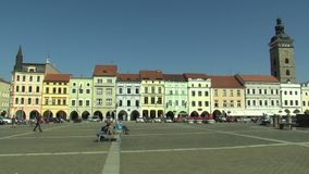 Ceske Budejovice Tjeckien, September 2, 2018: Stad av den huvudsakliga fyrkanten Premysla Otakara II av den tjeckiska staden Cesk lager videofilmer