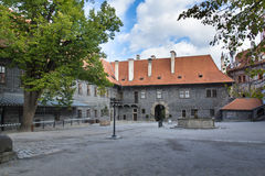 Ceske Krumlov城堡内在法院  免版税库存图片