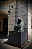 cesky捷克krumlov中世纪老共和国城镇视图 在布拉格雕刻安娜镀铬物` il commendatore `,歌剧莫扎特`唐・乔凡尼`的精神 6月18日201 免版税库存图片