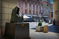 cesky捷克krumlov中世纪老共和国城镇视图 在布拉格雕刻安娜镀铬物` il commendatore `,歌剧莫扎特`唐・乔凡尼`的精神 6月18日201 免版税库存照片