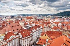 cesky捷克krumlov中世纪老共和国城镇视图 布拉格房子铺磁砖的屋顶  2016年6月13日 免版税库存图片