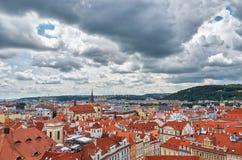 cesky捷克krumlov中世纪老共和国城镇视图 布拉格房子铺磁砖的屋顶  2016年6月13日 免版税图库摄影