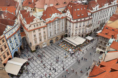 cesky捷克krumlov中世纪老共和国城镇视图 布拉格房子铺磁砖的屋顶  2016年6月13日 库存照片