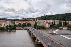 cesky捷克krumlov中世纪老共和国城镇视图 布拉格桥梁伏尔塔瓦河河的 2016年6月17日 免版税库存图片