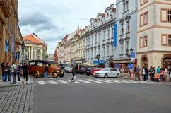 cesky捷克krumlov中世纪老共和国城镇视图 布拉格街道在夏天 2016年6月17日 免版税图库摄影