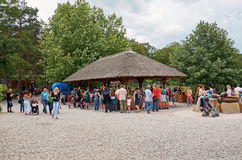 cesky捷克krumlov中世纪老共和国城镇视图 布拉格 布拉格动物园 人们 2016年6月12日 库存图片