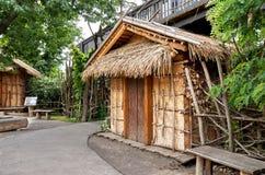cesky捷克krumlov中世纪老共和国城镇视图 布拉格 布拉格动物园 小屋由秸杆制成 2016年6月12日 库存照片
