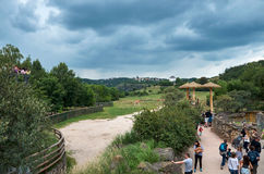 cesky捷克krumlov中世纪老共和国城镇视图 布拉格 布拉格动物园 长颈鹿 2016年6月12日 免版税库存照片