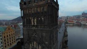 cesky捷克krumlov中世纪老共和国城镇视图 布拉格 10 11 16 查理大桥的看法有鸟` s眼睛视图 股票录像