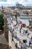 cesky捷克krumlov中世纪老共和国城镇视图 查理大桥的看法在从高度的布拉格 2016年6月15日 库存照片