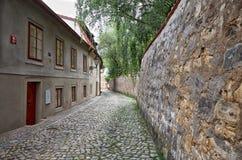 cesky捷克krumlov中世纪老共和国城镇视图 美丽和狭窄的街道在布拉格 2016年6月13日 库存图片