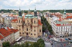 cesky捷克krumlov中世纪老共和国城镇视图 老布拉格方形城镇 在视图之上 2016年6月13日 库存照片
