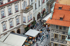 cesky捷克krumlov中世纪老共和国城镇视图 议院分钟在布拉格 在视图之上 2016年6月13日 免版税库存照片