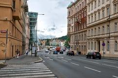 cesky捷克krumlov中世纪老共和国城镇视图 跳舞房子布拉格 2016年6月17日 库存图片