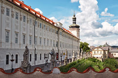 cesky捷克krumlov中世纪老共和国城镇视图 St巴巴拉Kutna Hora ` s教会  2016年6月14日 免版税库存照片