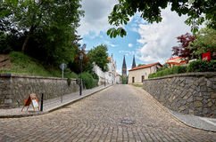 cesky捷克krumlov中世纪老共和国城镇视图 Vysehrad街道在布拉格 2016年6月18日 图库摄影