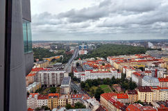 cesky捷克krumlov中世纪老共和国城镇视图 从Zizkov电视塔的看法在布拉格 2016年6月17日 免版税库存照片